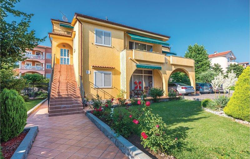 Amazing home in Rijeka with WiFi and 2 Bedrooms (CKO832), alquiler de vacaciones en Marinići