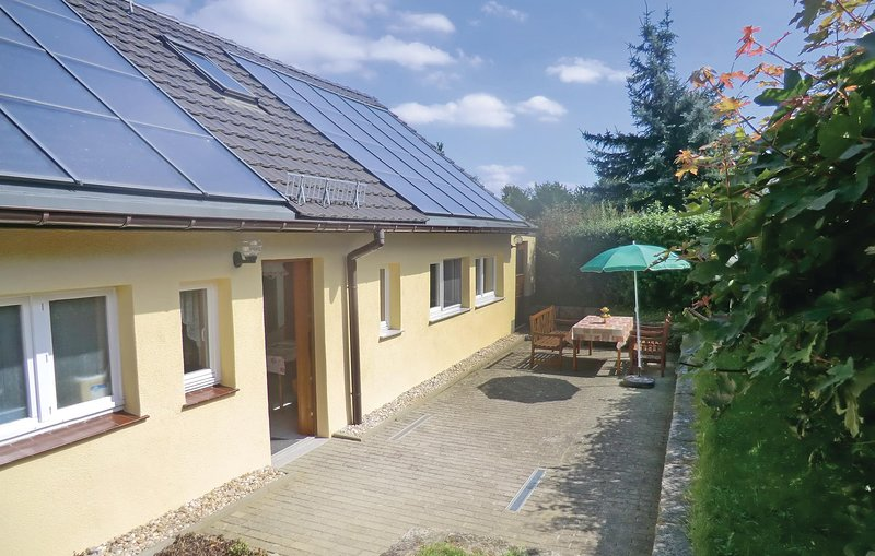 Amazing home in Stolpen, Ot Lauterbach with 2 Bedrooms (DSS402), holiday rental in Hohnstein