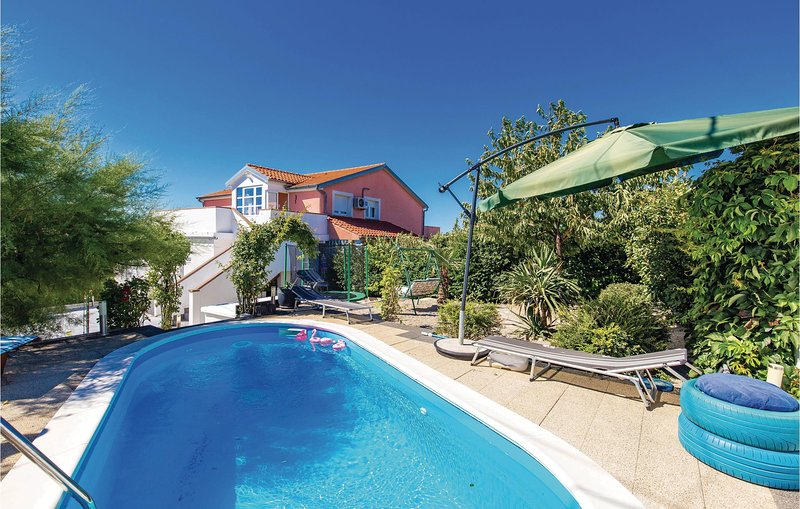 Stunning home in Cavle with WiFi and 3 Bedrooms (CKO836), holiday rental in Soboli