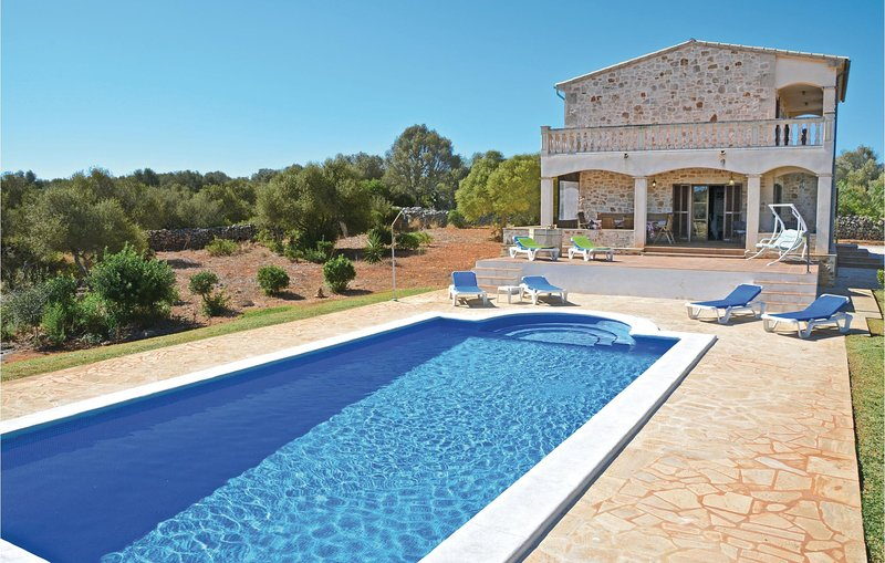 Beautiful home in Llombards with WiFi and 4 Bedrooms (EML693), holiday rental in Es Llombards