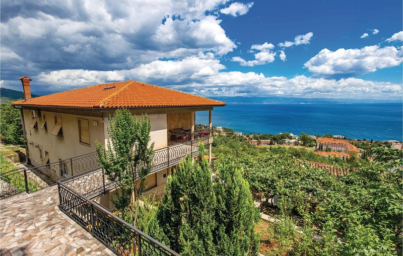 Beautiful home in Lovran with WiFi and 2 Bedrooms (CKO865), casa vacanza a Ucka Nature Park