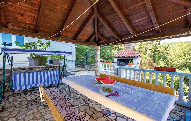 Stunning home in Rijeka with WiFi and 3 Bedrooms (CKO882), holiday rental in Soboli