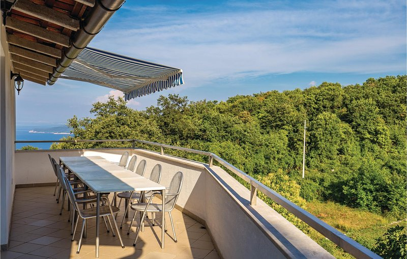 Stunning home in Brsec with WiFi and 3 Bedrooms (CKO905), casa vacanza a Kozljak