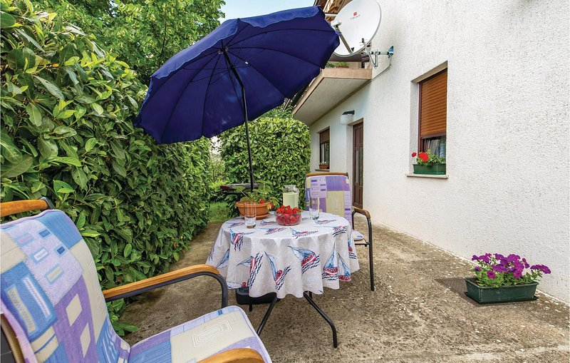 Awesome home in Rijeka with WiFi and 2 Bedrooms (CKO916), alquiler de vacaciones en Marinići