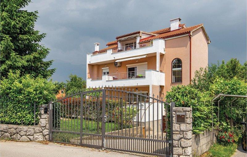 Stunning home in Marinici with WiFi and 2 Bedrooms (CKO956), alquiler de vacaciones en Marinići