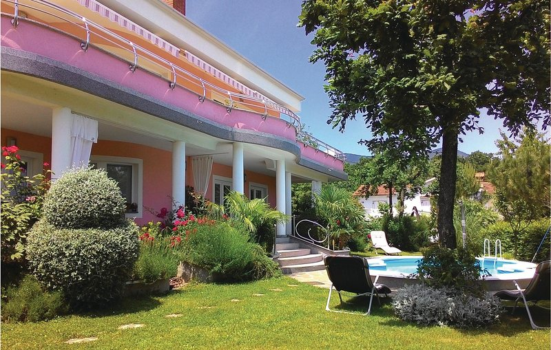 Nice home in Lovran with WiFi, 1 Bedrooms and Outdoor swimming pool (CKO963), casa vacanza a Opric