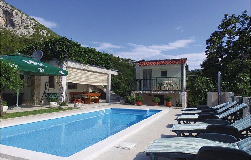 Awesome home in Podaspilje with WiFi and 3 Bedrooms (CDM680), location de vacances à Podaspilje