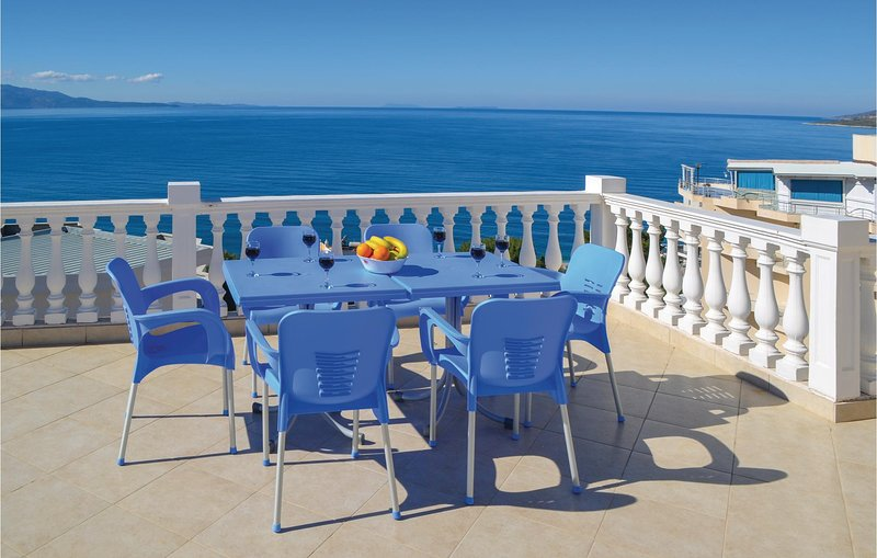 Awesome home in Sarande w/ WiFi and 2 Bedrooms (ALS152), holiday rental in Saranda