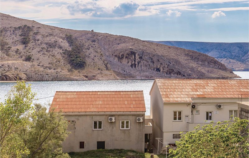 Awesome home in Zubovici with WiFi and 2 Bedrooms (CKP151), aluguéis de temporada em Metajna