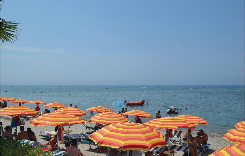 Nice home in Durrës w/ WiFi and 2 Bedrooms (ALD060), location de vacances à Comté de Durres