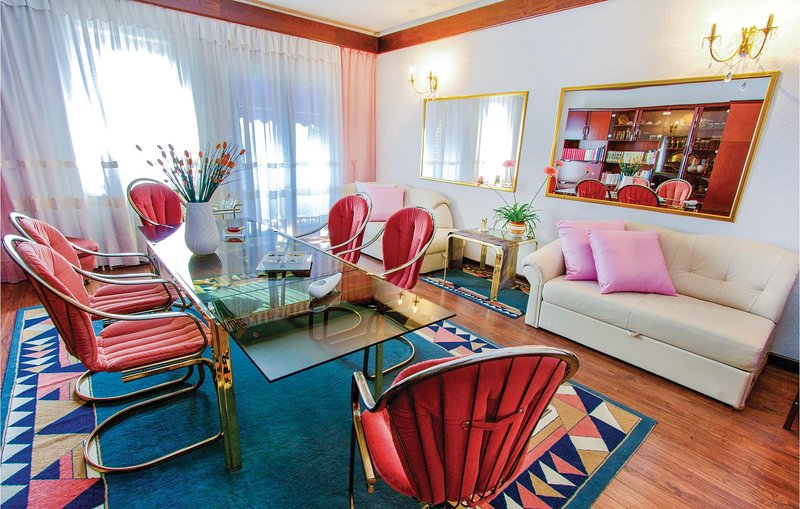 Stunning home in Rijeka with WiFi and 5 Bedrooms (CKO330), casa vacanza a Kastav