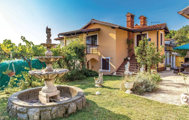 Beautiful home in Lovran with WiFi and 2 Bedrooms (CKO417), casa vacanza a Opric
