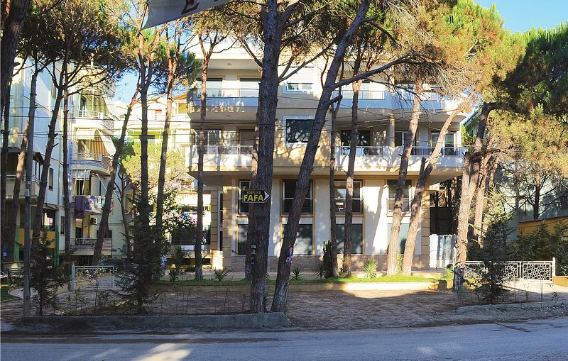 Beautiful home in Durres w/ WiFi and 2 Bedrooms (ALD081), holiday rental in Kavaje