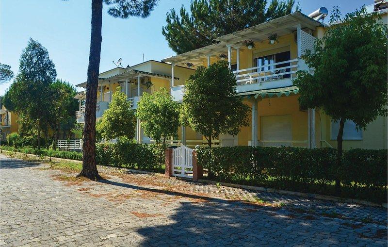 Beautiful home in Durres w/ WiFi and 1 Bedrooms, aluguéis de temporada em Shkafane