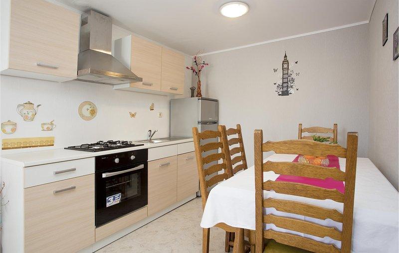 Beautiful home in Rijeka with WiFi and 1 Bedrooms (CKO530), alquiler de vacaciones en Marinići