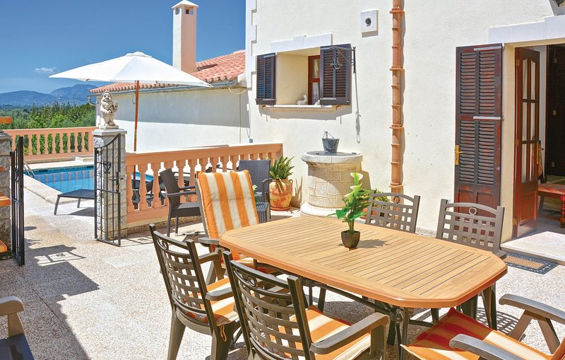 Nice home in Búger with WiFi and 3 Bedrooms (EML285), location de vacances à Buger