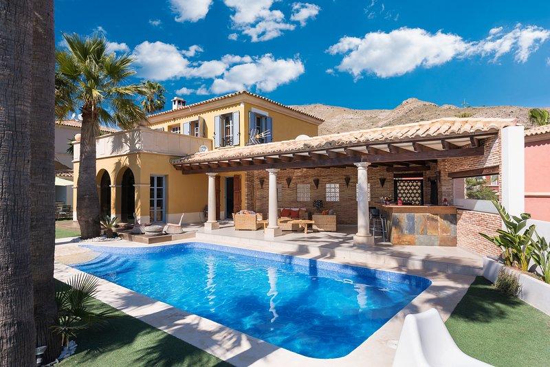 Fantastic and luxury villa, alquiler vacacional en Benidorm