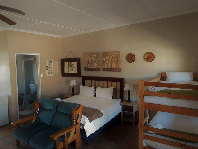 Tourist Lodge Gansbaai - Family Room, holiday rental in Kleinbaai