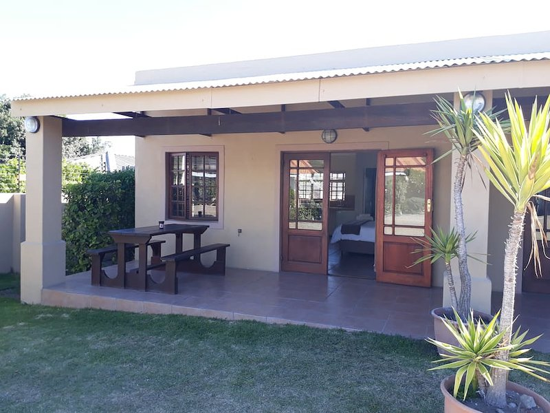 Tourist Lodge Gansbaai - Double/Twin Rooms, casa vacanza a De Kelders