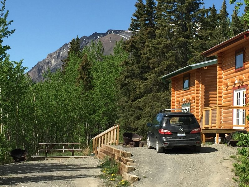 Cabins Over Crag Lake - Cabin #2 (Pet-Friendly), casa vacanza a Yukon