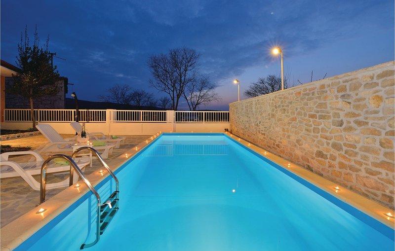 Amazing home in Krusevo with WiFi and 3 Bedrooms (CDZ690), aluguéis de temporada em Gracac