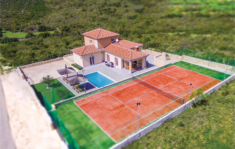 Beautiful home in Debeljak with WiFi, 4 Bedrooms and Sauna (CDZ694), holiday rental in Donje Raštane