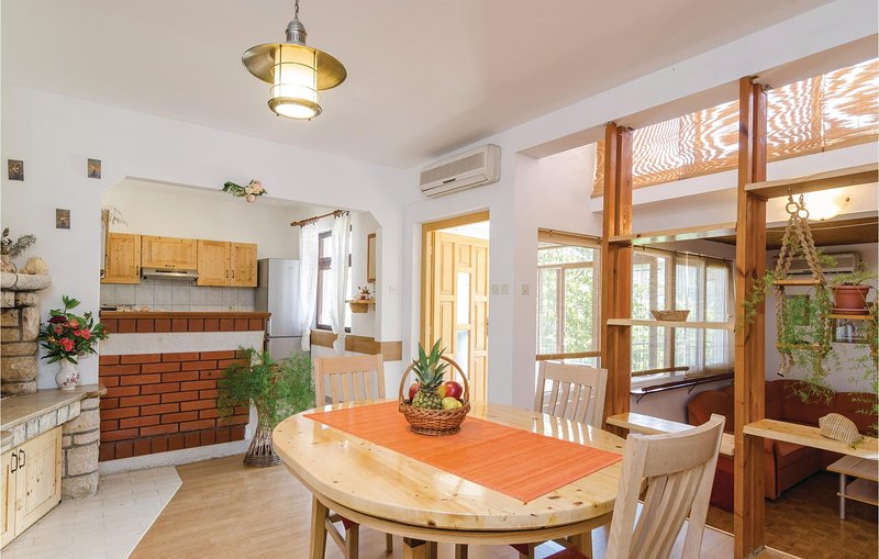 Awesome home in Vela Luka with WiFi and 3 Bedrooms (CDS414), holiday rental in Potirna