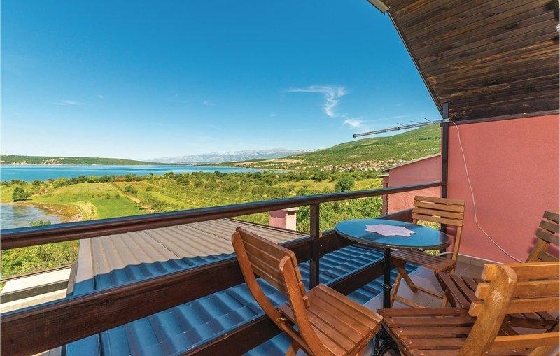 Stunning home in Gornji Karin with WiFi and 2 Bedrooms (CDZ696), alquiler vacacional en Gornji Karin