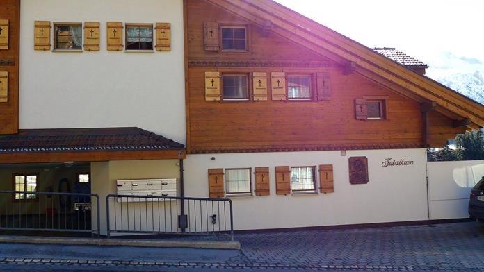 Schöne 2.5 Wohnung mit Blick auf Welt-Cup Piste und Alpenpanorama, vacation rental in Achsete