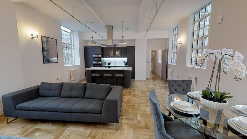 Grand Stay at Sassie Homes, Birmingham City centre with Free Parking, Sleeps 6, location de vacances à Birmingham