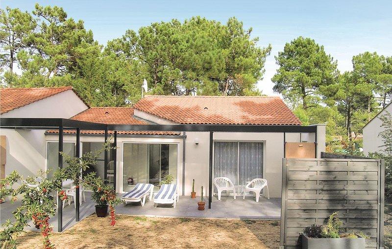 Awesome home in La Faute sur Mer with WiFi and 2 Bedrooms (FVE224), aluguéis de temporada em L'Aiguillon-sur-Mer