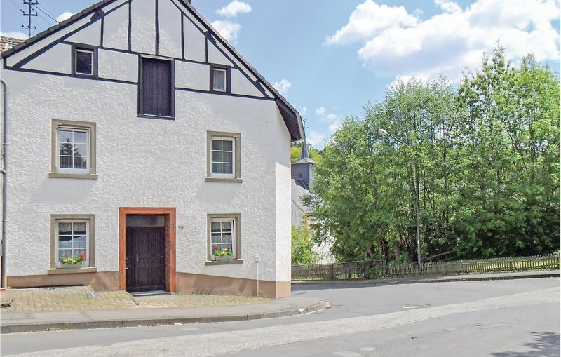 Beautiful home in Gerolstein-Müllenborn with WiFi and 4 Bedrooms (DEI210), holiday rental in Hillesheim