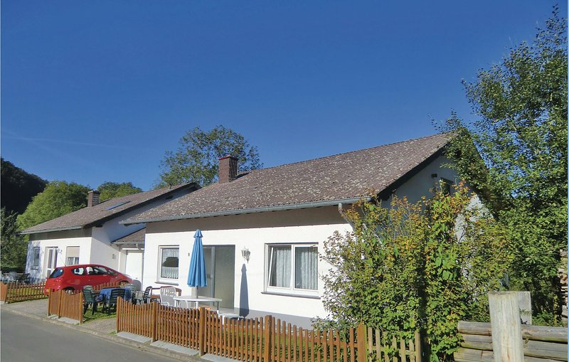 Awesome home in Lützkampen with WiFi and 2 Bedrooms (DEI236), casa vacanza a Lutzkampen