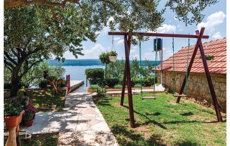 Stunning home in Krusevo with WiFi and 1 Bedrooms (CDZ835), alquiler vacacional en Gornji Karin