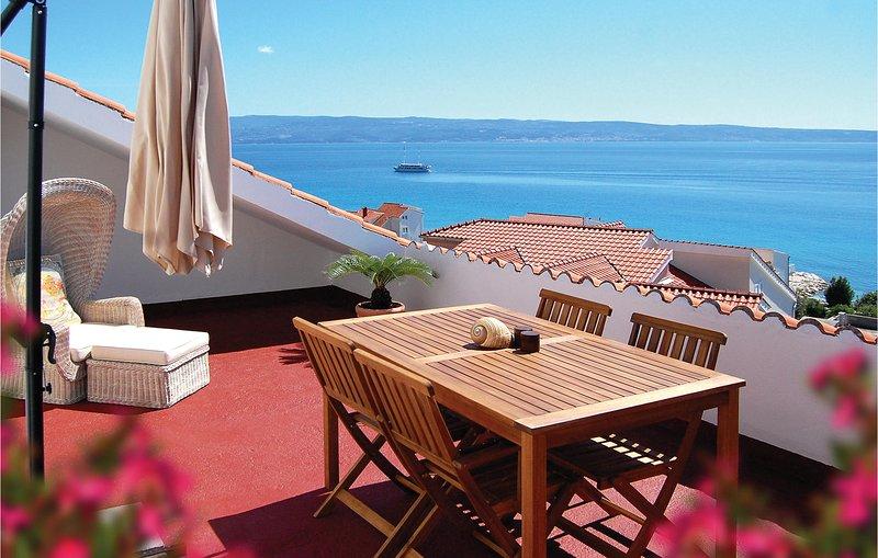 Nice home in Podstrana with WiFi and 3 Bedrooms (CDT593), alquiler de vacaciones en Jesenice