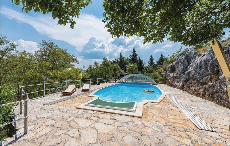 Ruim vakantiehuis in idyllisch dorp (CDV208), holiday rental in Vrlika