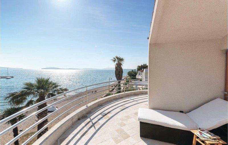 Beautiful home in Zaboric with 5 Bedrooms (CDV259), location de vacances à Zaboric