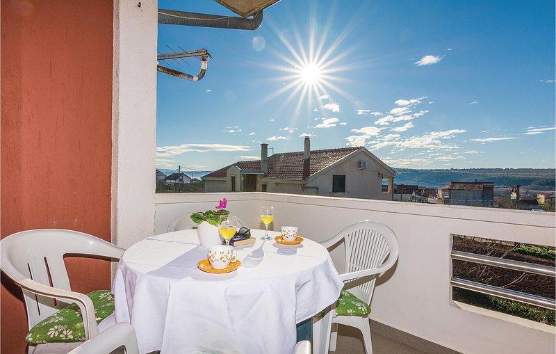 Nice home in Posedarje with WiFi and 4 Bedrooms (CDA430), casa vacanza a Posedarje