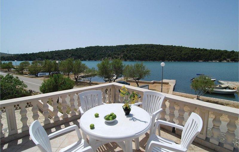 Stunning home in Jadrtovac with WiFi and 1 Bedrooms (CDV280), holiday rental in Jadrtovac