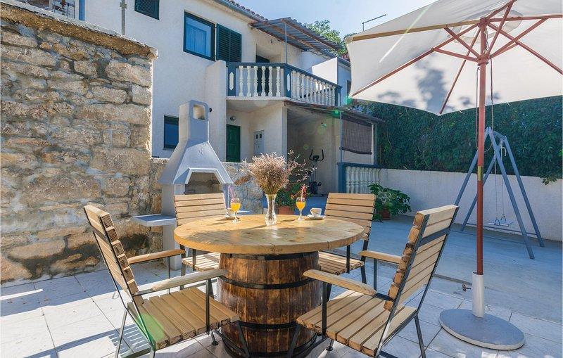 Beautiful home in Krusevo with WiFi and 1 Bedrooms (CDA424), casa vacanza a Krusevo