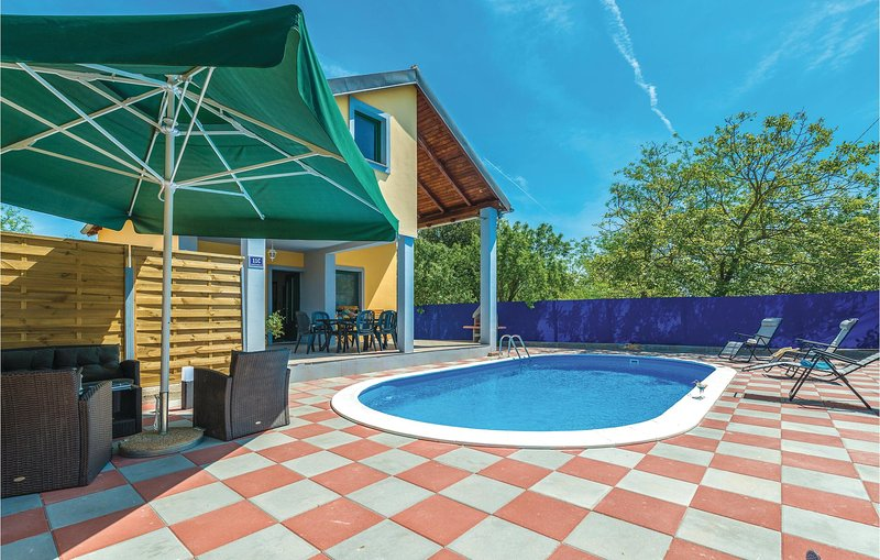 Amazing home in Rastane Donje with WiFi and 2 Bedrooms (CDA479), holiday rental in Donje Raštane
