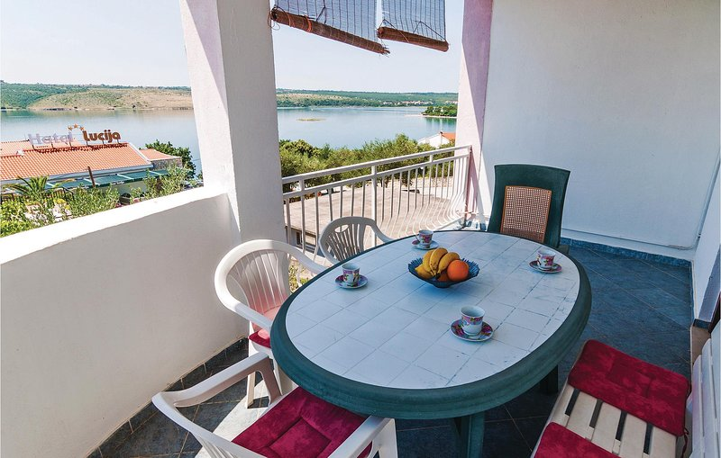 Awesome home in Posedarje with WiFi and 3 Bedrooms (CDA499), casa vacanza a Posedarje