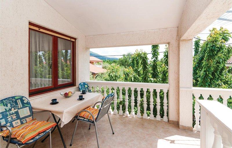 Beautiful home in Krusevo with WiFi and 2 Bedrooms (CDA492), casa vacanza a Krusevo