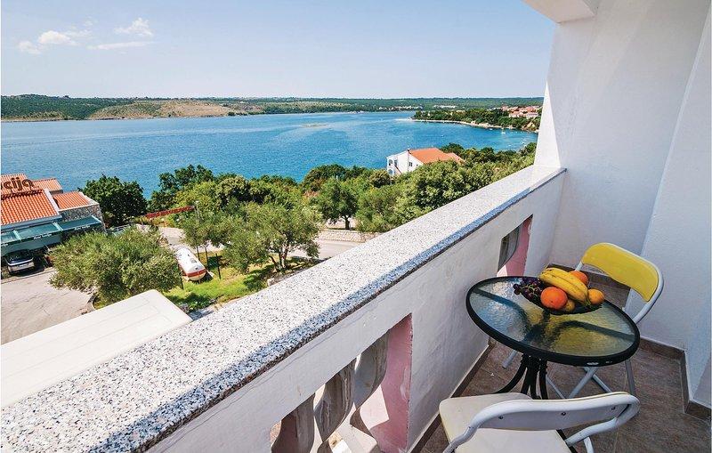 Nice home in Posedarje with WiFi and 2 Bedrooms (CDA497), casa vacanza a Posedarje