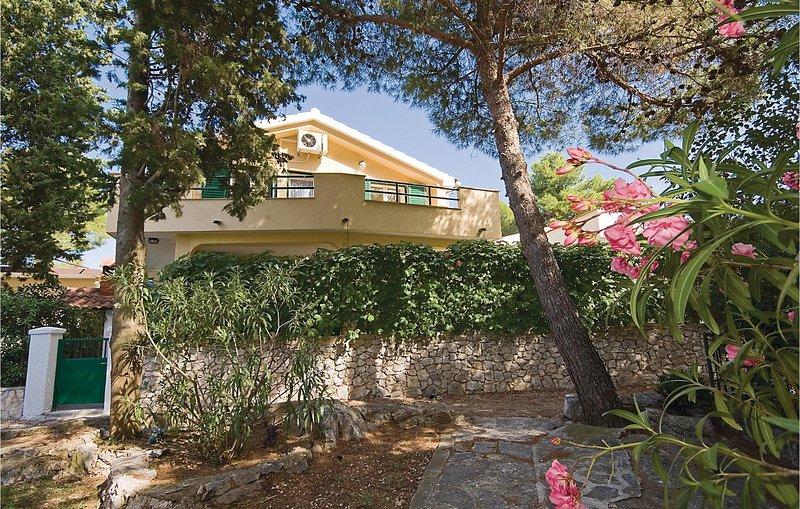 Beautiful home in Sibenik with 2 Bedrooms (CDV427), holiday rental in Jadrija