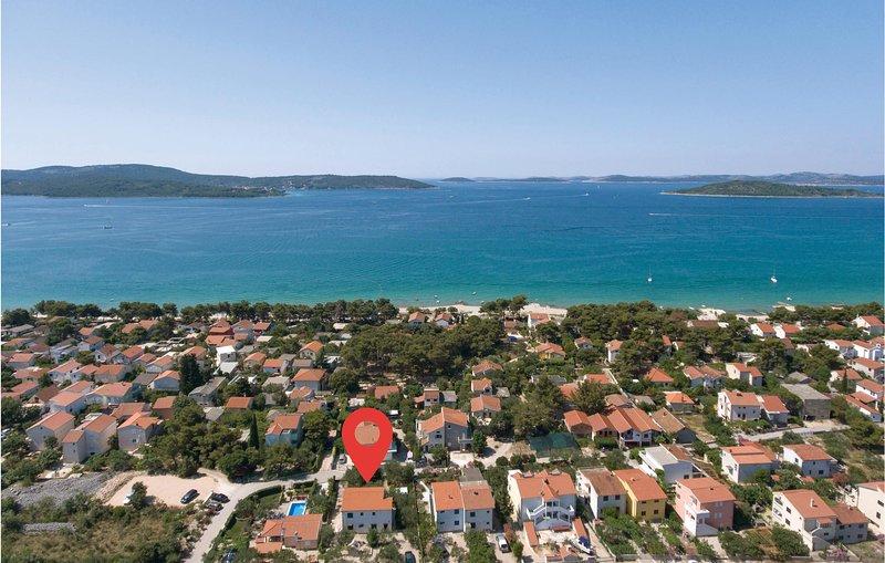 Nice home in Sibenik with WiFi and 4 Bedrooms (CDV511), holiday rental in Jadrija