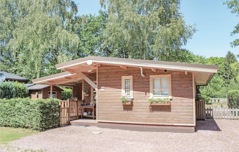 Stunning home in Lanaken with 2 Bedrooms (BLI016), alquiler vacacional en Rekem