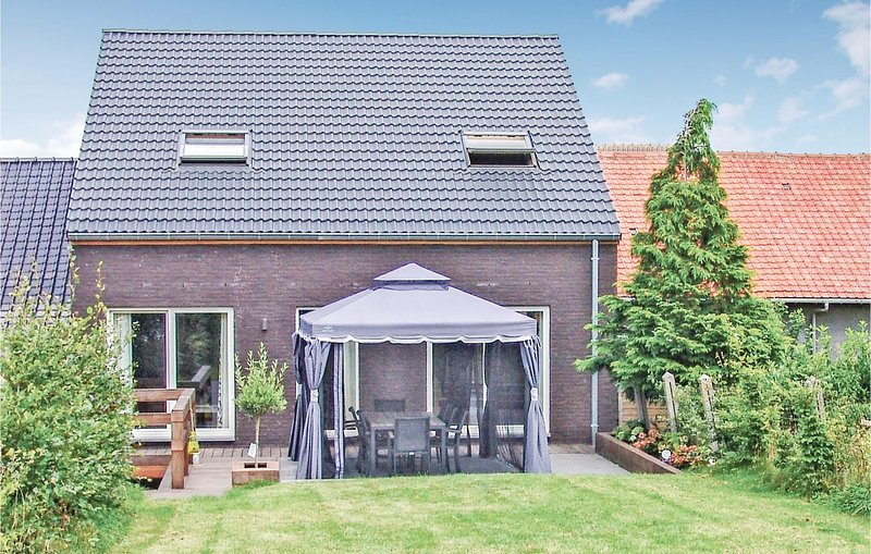 Stunning home in Borlo with WiFi and 4 Bedrooms (BLI007), location de vacances à Heers