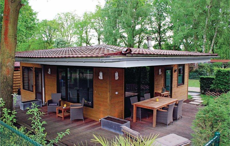 Nice home in Lanaken with 2 Bedrooms (BLI017), alquiler vacacional en Rekem