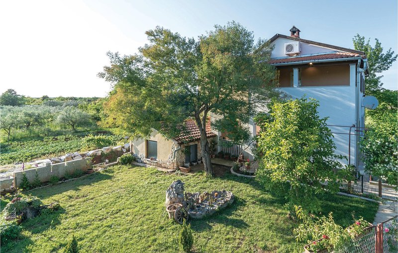 Stunning home in Vodnjan with WiFi and 2 Bedrooms (CIR161), holiday rental in Galizana